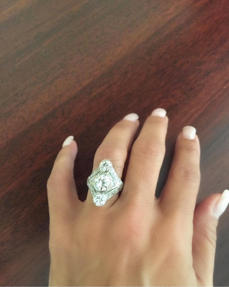 Original Art Deco Platinum Three-Stone Diamond Ring In Good Condition For Sale In New York, NY