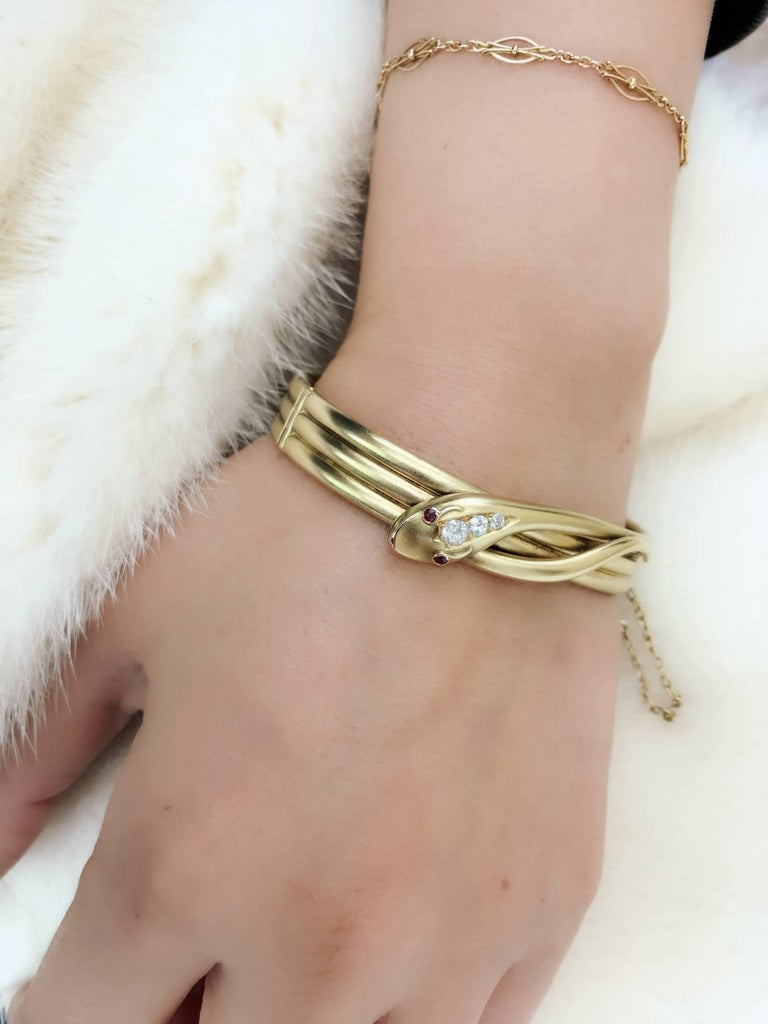 Late Victorian Gold and Diamond Snake Hinged Bangle For Sale 2