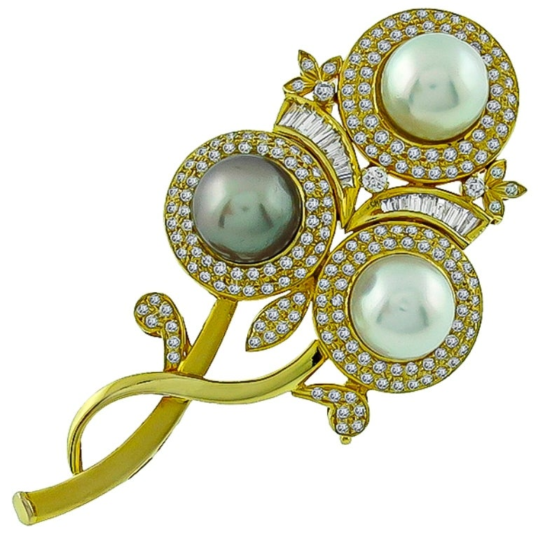 Women's Amazing South Sea Pearl Diamond Flower Pin Pendant For Sale
