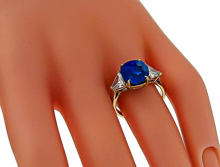 Stunning 5.28 Carat Cushion Cut Sapphire Diamond Gold Engagement Ring In New Condition For Sale In New York, NY