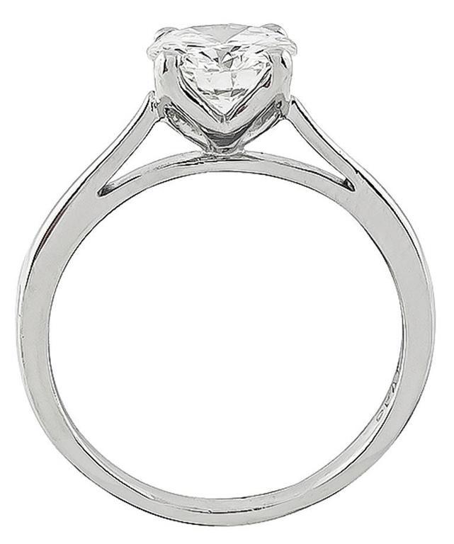 Women's or Men's Classic 1.06 Carat Diamond platinum Solitaire Engagement Ring For Sale