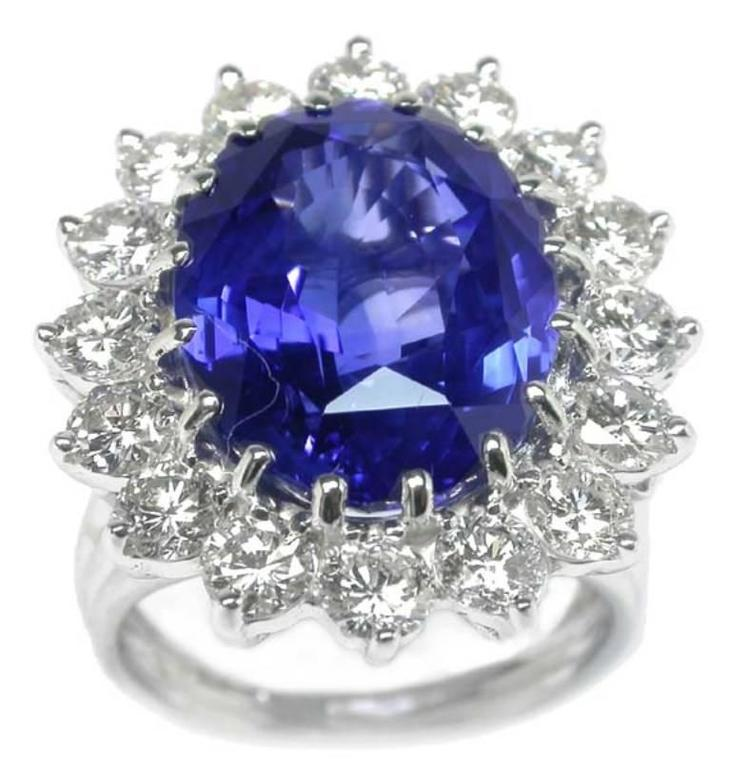 Round Cut Enticing 10.35 Carat Natural Sapphire Diamond Gold Engagement Ring For Sale