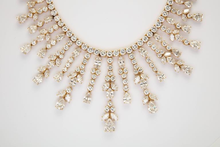Important Van Cleef & Arpels Diamond Tania Necklace For Sale 2