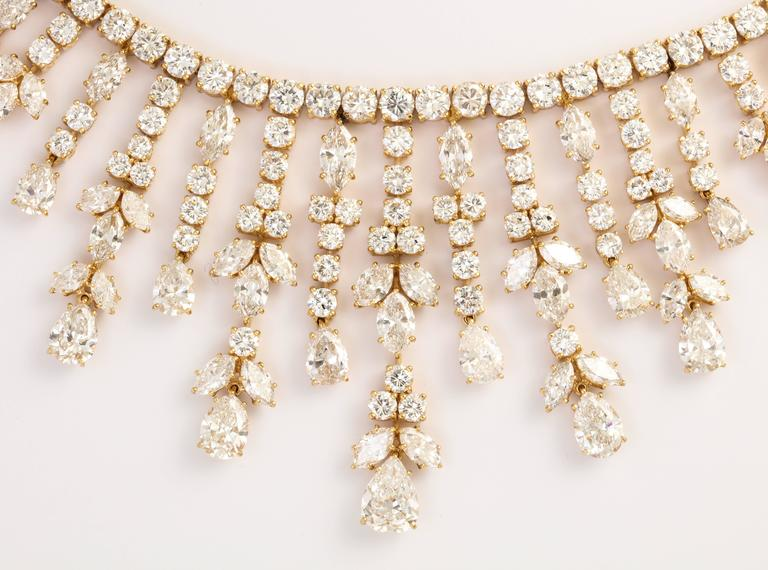 Important Van Cleef & Arpels Diamond Tania Necklace For Sale 3