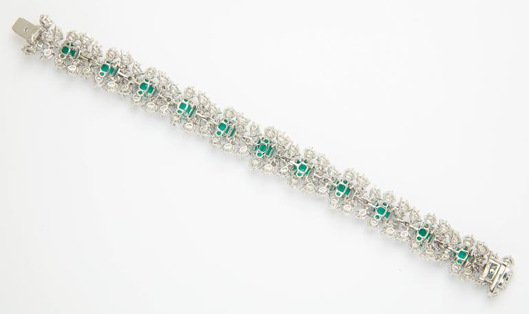 Harry Winston Emerald Diamond Bracelet In Excellent Condition For Sale In New York, NY