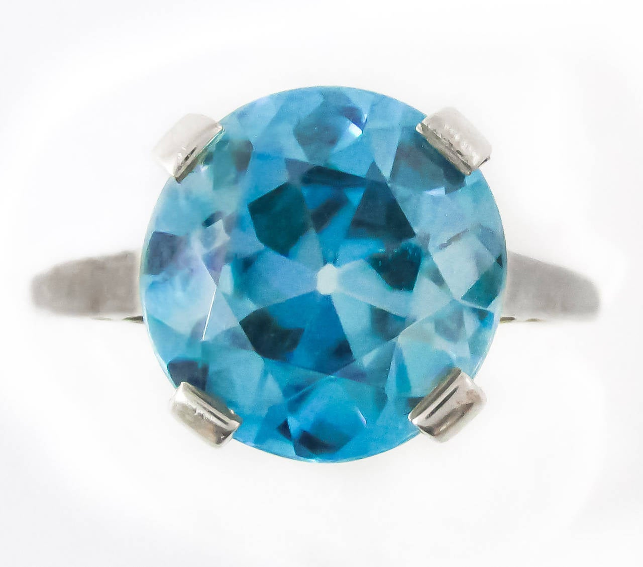 Retro 8 Carat Intense Blue Zircon Platinum Ring In Excellent Condition For Sale In New York, NY