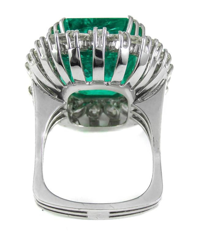 Women's Natural 25 Carat Colombian Emerald Diamond White Gold Ring For Sale