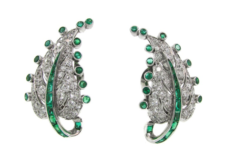 Art Deco Emerald Diamond Platinum Leaf Earrings In Excellent Condition For Sale In New York, NY