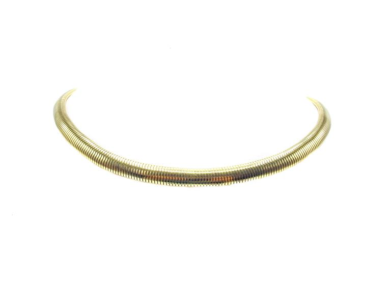 Tiffany & Company Retro 14 karat yellow gold goose neck choker necklace. The necklace is stamped 14K and