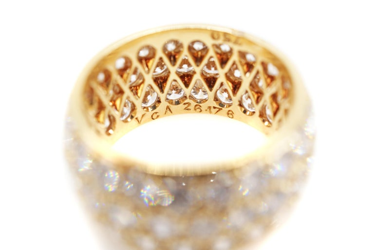 Van Cleef & Arpels Paris Diamond Yellow Gold Eternity Band In Excellent Condition For Sale In New York, NY