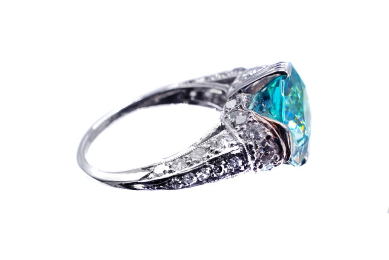 Art Deco Vibrant Blue Zircon Platinum Diamond Ring In Excellent Condition For Sale In New York, NY