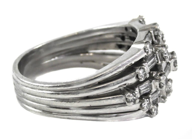 1950s Diamond Platinum Ring In Excellent Condition For Sale In New York, NY