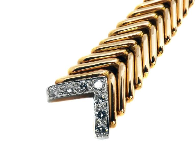 1950s French Diamond Gold Crossover Flexible Necklace In Excellent Condition For Sale In New York, NY