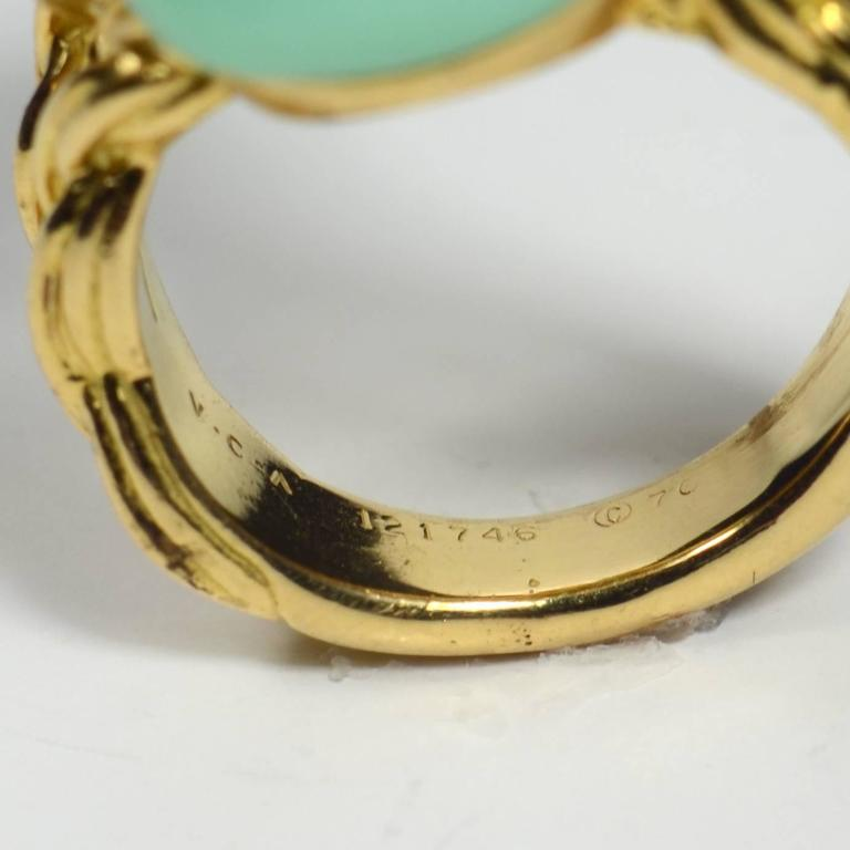 Van Cleef & Arpels Chrysoprase Gold Ring, circa 1970 9