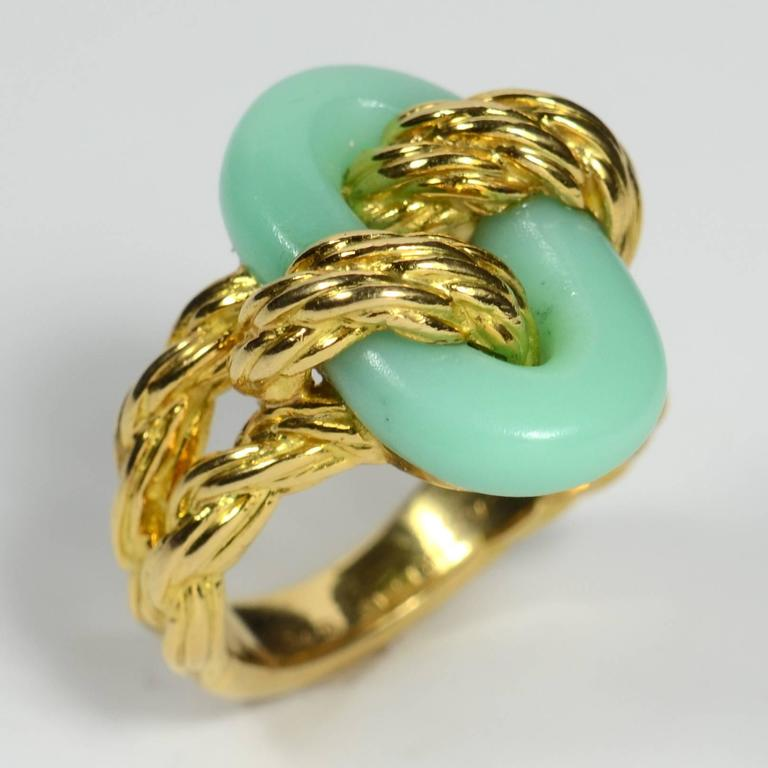 Van Cleef & Arpels Chrysoprase Gold Ring, circa 1970 4