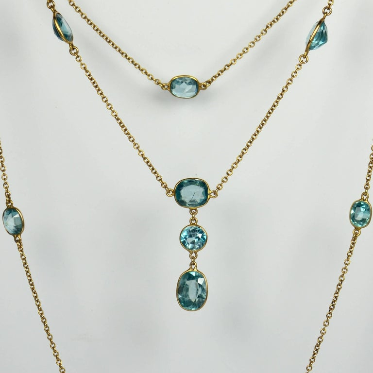 Blue Zircon Gold Long Chain Necklace, circa 1920 In Good Condition For Sale In London, GB