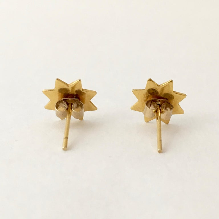 Contemporary Gold Star Stud Earrings 1970s Vintage Jewelry Celestial For Sale
