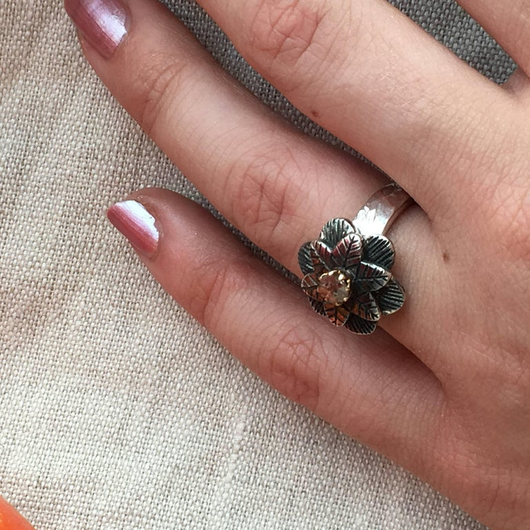 Emma Chapman Diamond 18 Karat Gold Silver Flower Ring In New Condition In Frome, GB