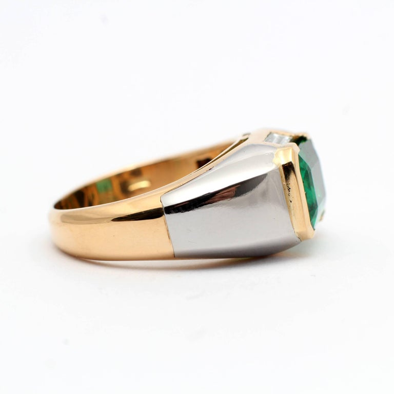 Bulgari, Emerald Diamond Gold Engagement Ring In New Condition For Sale In Rome, IT