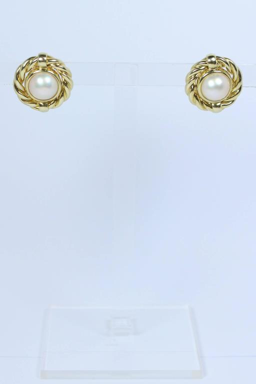 Mabe Pearl Gold Earrings  In Excellent Condition For Sale In Los Angeles, CA