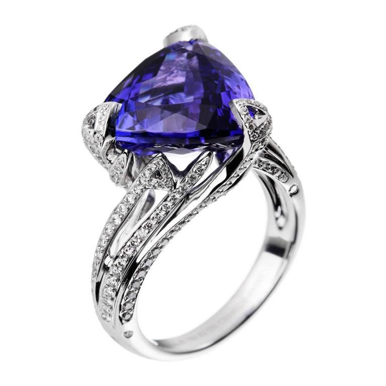 Akillis Cruella Ring 18 Karat White Gold Tanzanite White Diamonds For Sale
