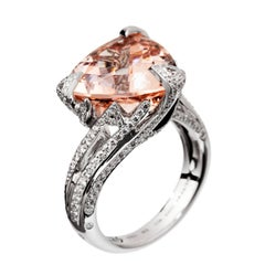 Akillis Cruella Ring 18 Karat White Gold Morganite White Diamonds