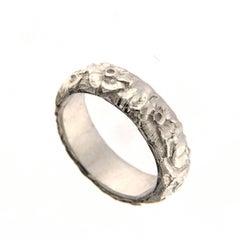 Chiseled White Gold Ring 18 Karat