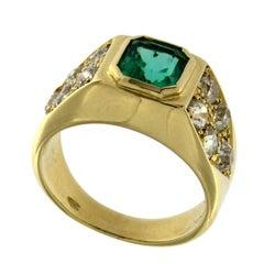 Ring 18 Karat Yellow Gold with Emerald and White Diamonds