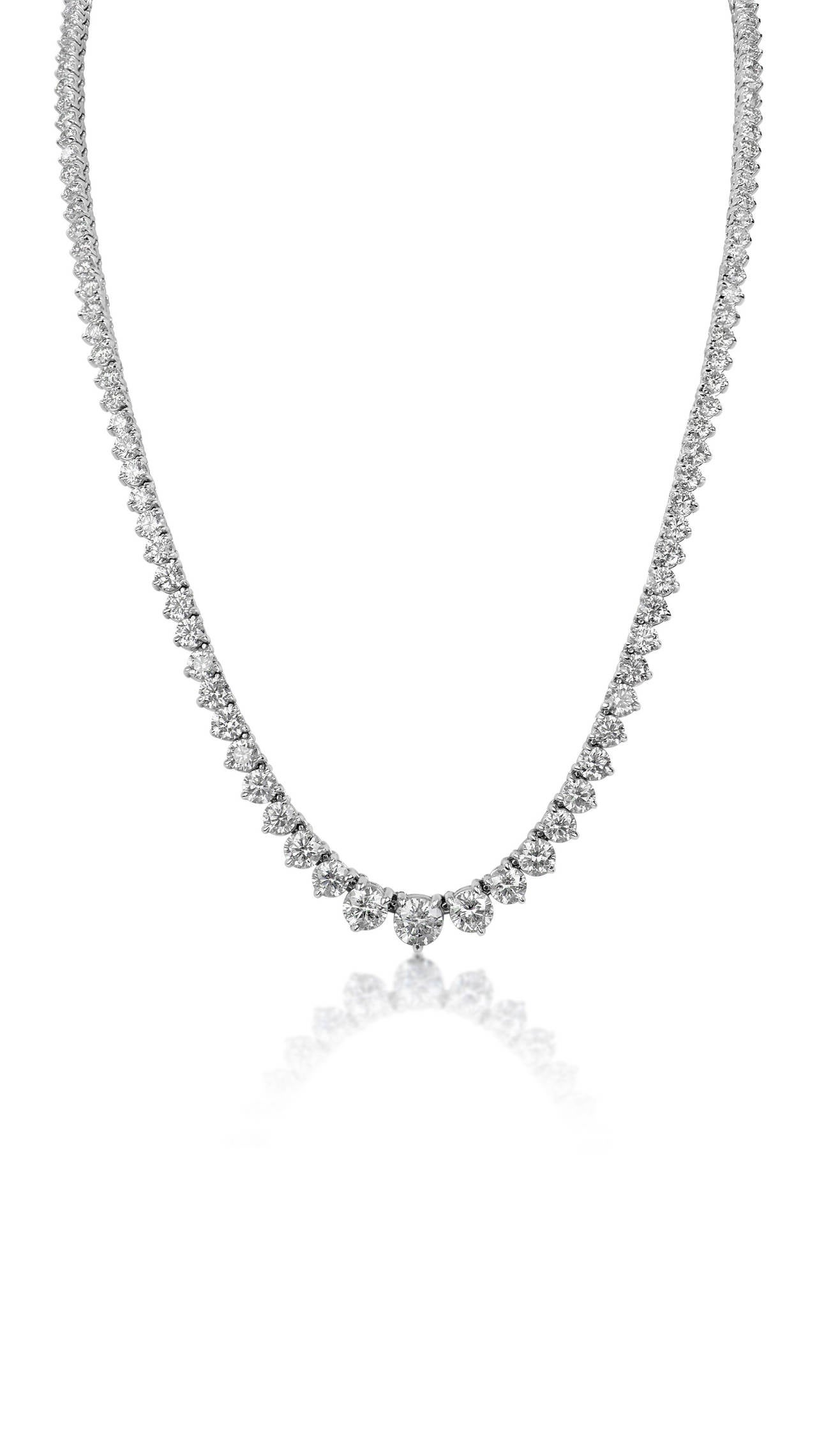 23.08 Carats GIA Cert Diamonds Graduated Riviere Necklace In As new Condition For Sale In New York, NY