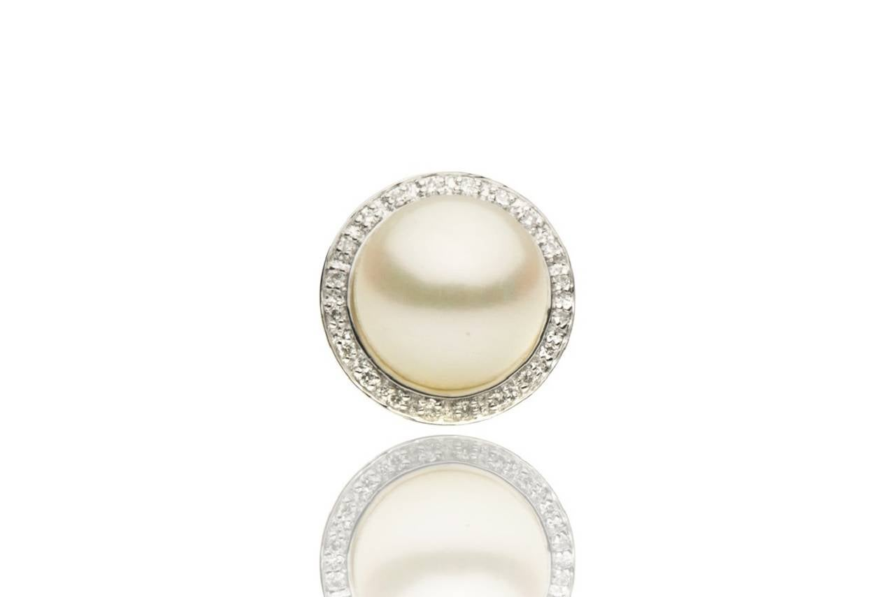 These beautiful stud earrings feature: