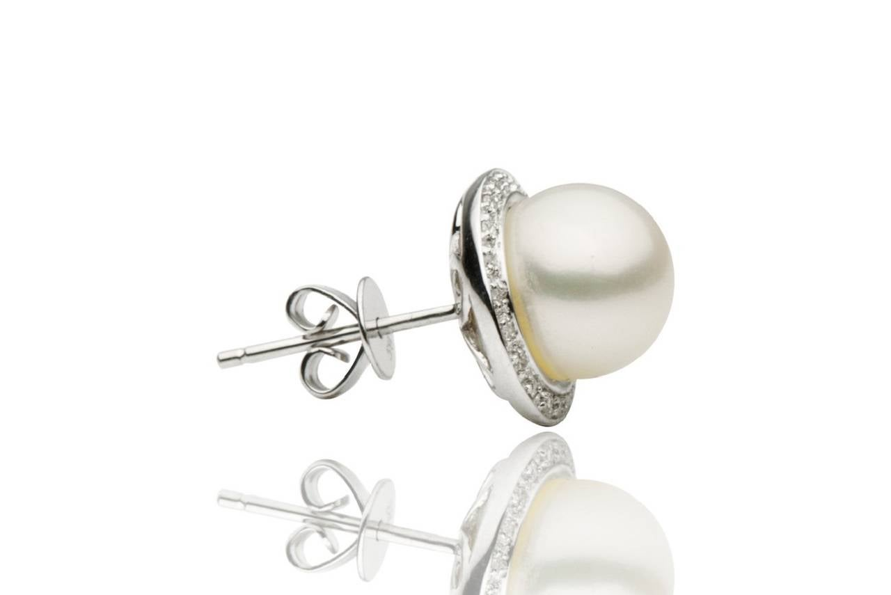 Contemporary Freshwater Pearl and Diamond Halo White Gold Stud Earrings For Sale