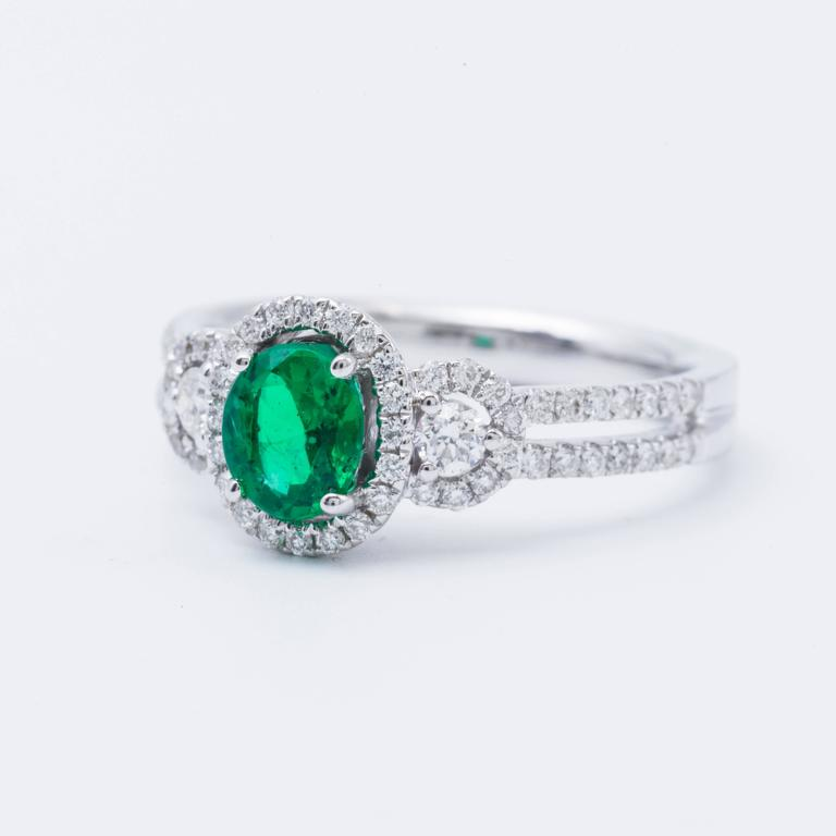 Women's Oval Shape Emerald Diamond Gold Halo Engagement Cocktail Ring For Sale