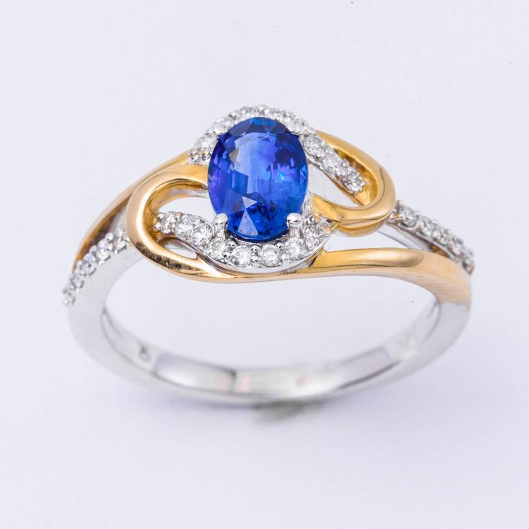 Ceylon Sapphire Diamonds White and Yellow Gold Ring For Sale 1