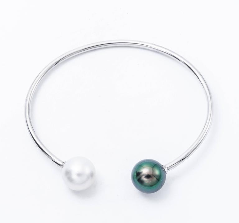 Modern South Sea Tahitian Pearl White Gold Bangle Bracelet 18K White Gold For Sale