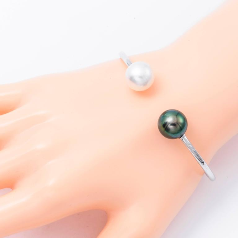 South Sea Tahitian Pearl White Gold Bangle Bracelet 18K White Gold In New Condition For Sale In New York, NY