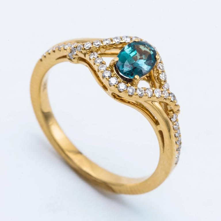 Alexandrite Yellow Gold Ring In As new Condition For Sale In New York, NY