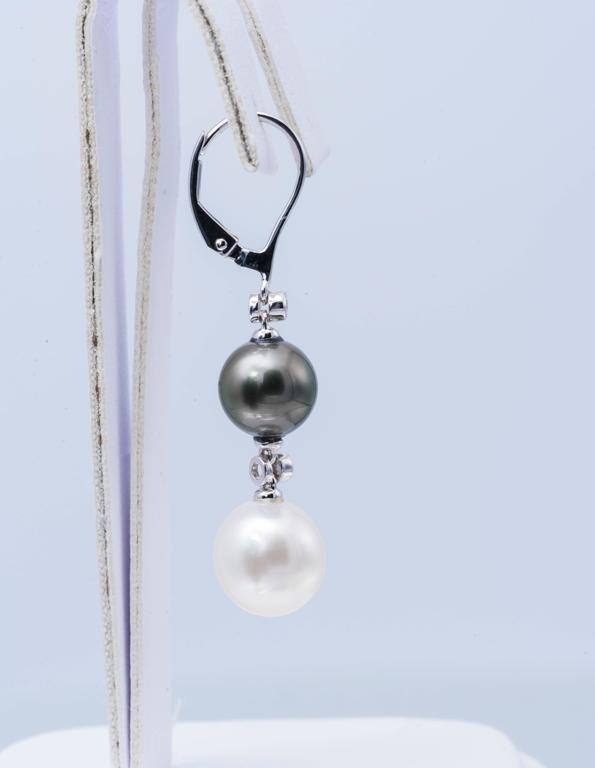 South Sea and Tahitian Pearl Dangle Earrings In As New Condition For Sale In New York, NY