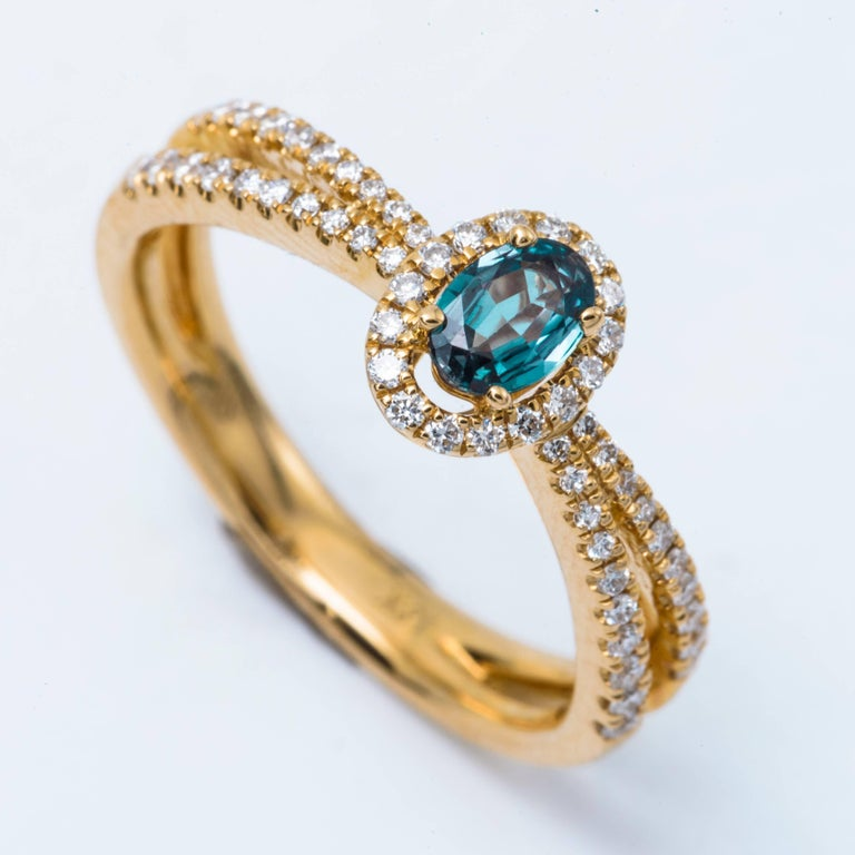 Oval Alexandrite and Diamond Ring with 18 Karat Yellow Gold In New Condition For Sale In New York, NY