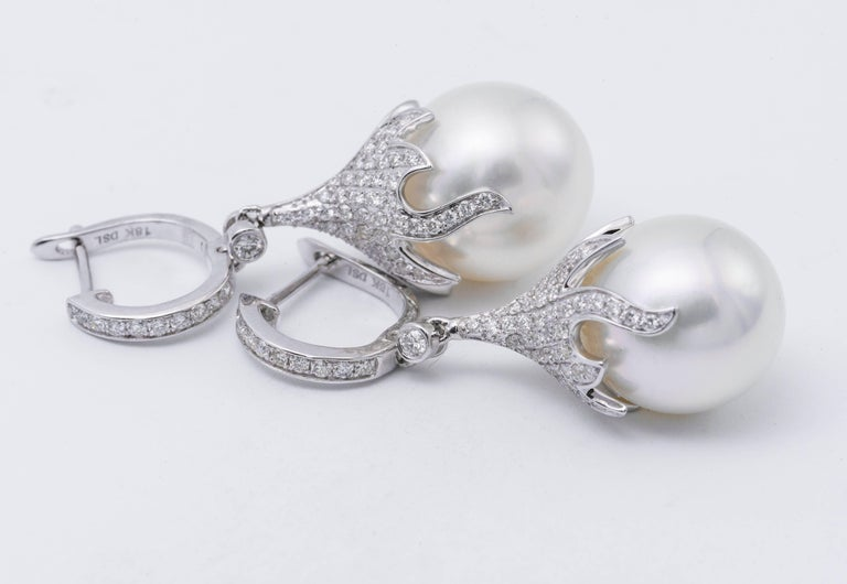 Pearl and Diamond Dangling Drop Earrings In New Condition For Sale In New York, NY
