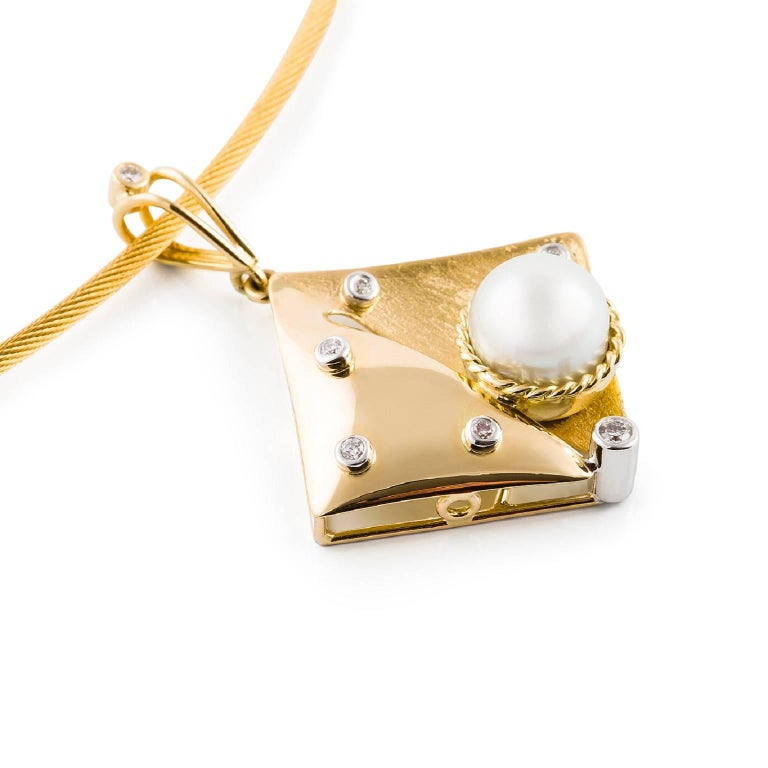 Perla & Diamante Neckpiece  This unique off-set square shaped pendant in 18ct yellow gold is set with a beautiful South Sea pearl and 18ct white gold chenier set diamonds. The delicate open-style bail is complemented with an 18ct white gold chenier