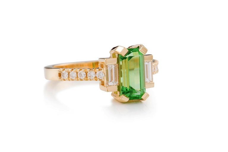 Art Deco Kian Design 18 Carat Yellow Gold Tsavorite Garnet and Diamond Ring For Sale