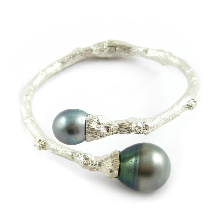 Hinged Bypass Bracelet in Sterling Silver with Tahitian Pearls For Sale 1