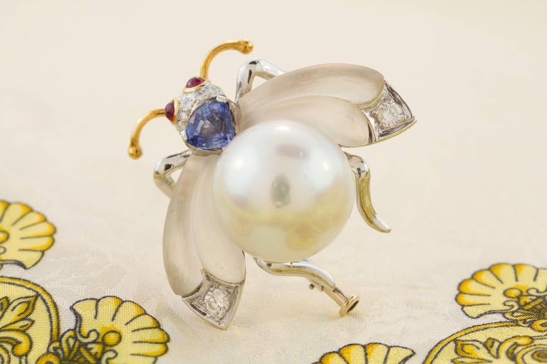 Ella Gafter White South Sea Pearl Diamond Bee Brooch Pin with Blue Sapphire For Sale 3