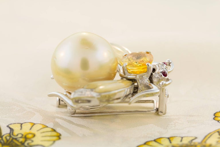 Ella Gafter Golden Pearl Diamonds Bee Brooch Pin with Yellow Sapphire For Sale 4