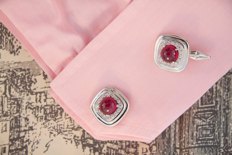 The cufflinks feature 2 large African cabochon rubies weighing a total of 15.47 carats. They are surrounded by a crown of round diamonds for a weight of 0.86 carats. The diamonds are of top quality (color, clarity and cut). The jeweled part is set