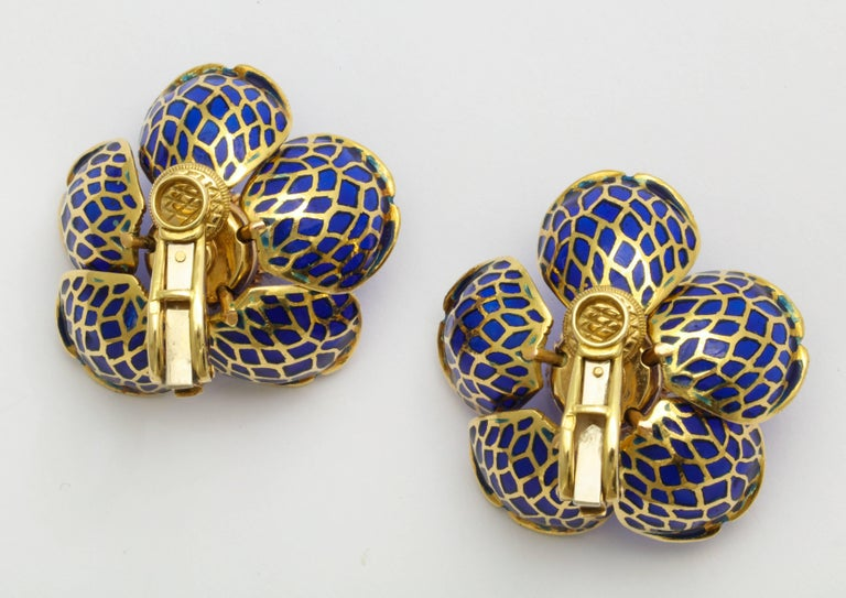 Plique-a-Jour Enamel Gold and Diamond Flower Clip-On Earrings For Sale 4