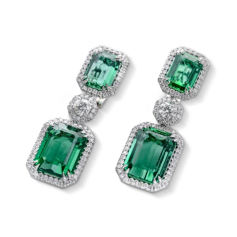 Natural Emerald Earrings 22 14 Ct Set In 18k White Gold Total Weight 20 07