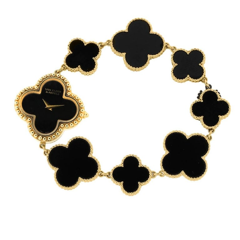 Women's or Men's Van Cleef & Arpels Yellow Gold Onyx Alhambra Quartz Wristwatch For Sale