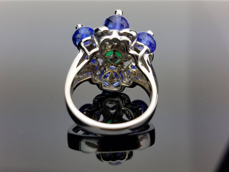 White Gold Tanzanite, Zambian Emerald and Diamond Cocktail Ring In Excellent Condition For Sale In Kowloon, HK