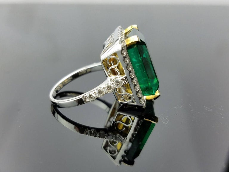 15.19 carat Zambian Emerald and Diamond Cocktail Ring In Excellent Condition For Sale In Kowloon, HK